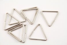 Metal triangle - silver - pulling hole width 2,4 cm